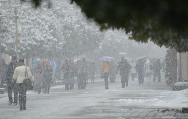 Синоптики попереджають про ожеледицю і туман на дорогах України