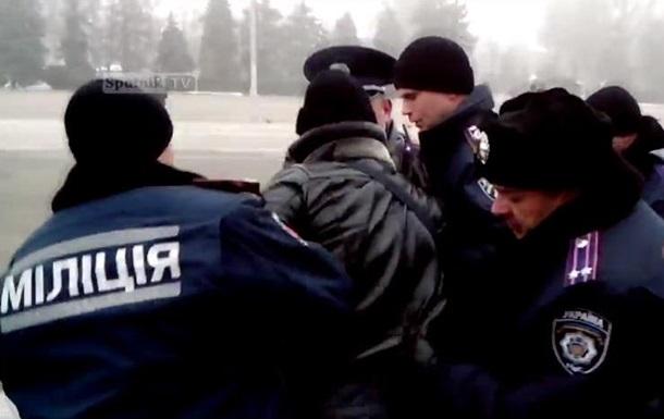 Одесская милиция задержала активиста с георгиевской ленточкой