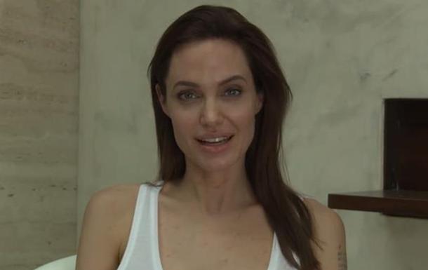 Анджелина Джоли заболела ветряной оспой