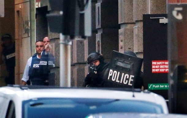 При штурме кафе в Сиднее погибли три человека, включая захватчика