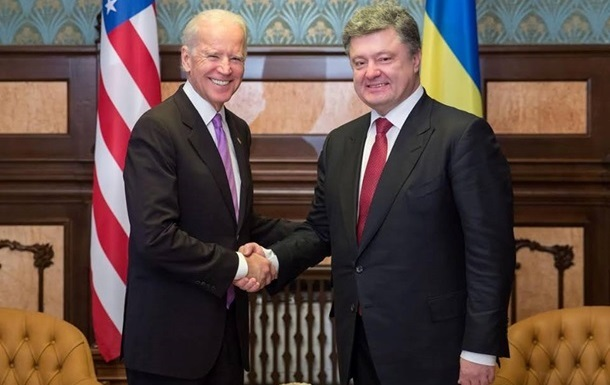 Байден пообіцяв Порошенку домогтися допомоги Україні від МВФ