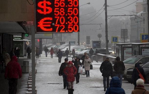ЗМІ: У Росії банки почали закуповувати п ятизначні вуличні табло курсів валют