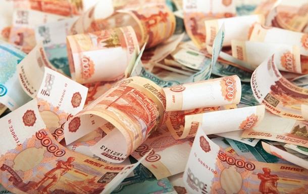 В регионах России евро продают по сто рублей