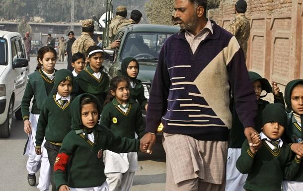 Нападение на школу в Пакистане: число убитых учеников выросло на десятки
