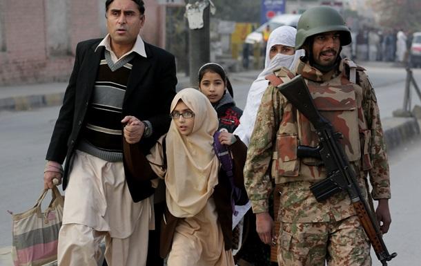 У Пакистані завершена операція зі звільнення школи