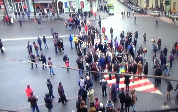 В Харькове активисты перекрыли движение перед горсоветом