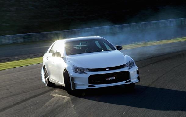 Toyota представила новий Mark X з карбоновим дахом