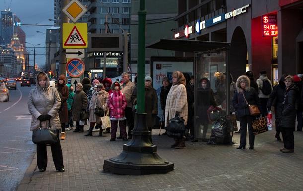 Долар опустився нижче 54 рублів вперше з 8 грудня