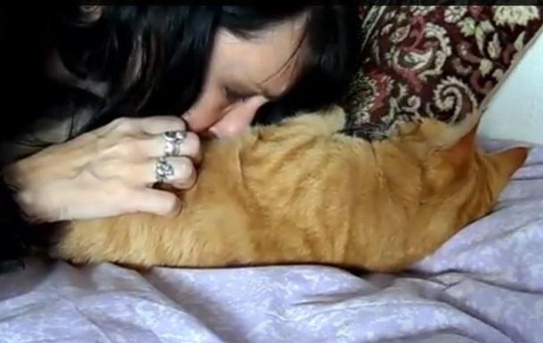 Англійка вийшла заміж за своїх котів