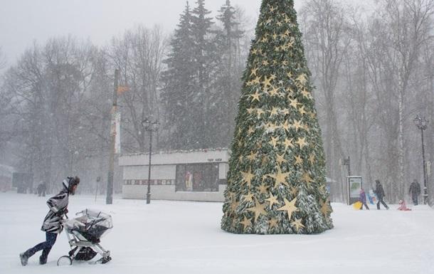 Сильный снегопад остановил движение транспорта в Москве