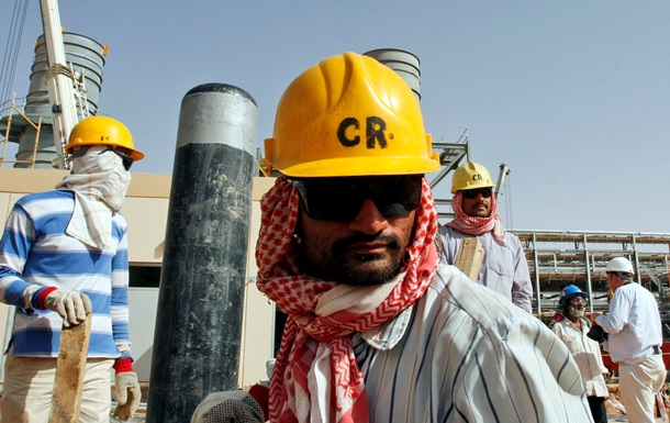 Саудівська Аравія закладає в бюджет-2015 нафту по $80 - Bloomberg
