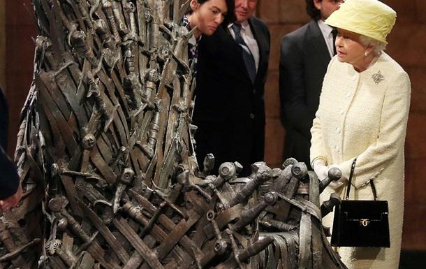 Британская королева не села на Железный трон из  Игры престолов
