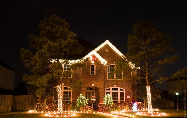 Американську пару заарештували за крадіжку різдвяних прикрас у сусідів