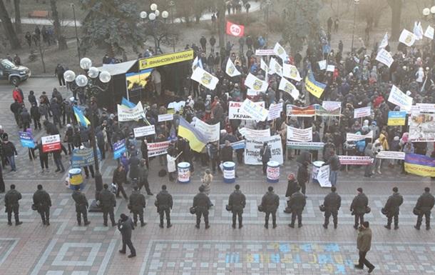 Мітингувальники та міліція знову зіткнулися біля будівлі Ради