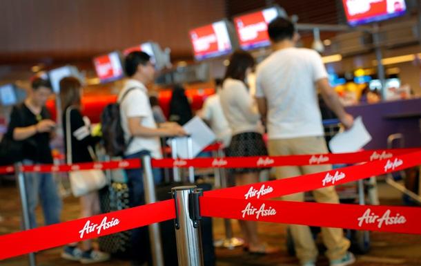 Поиски пропавшего авиалайнера Air Asia приостановлены