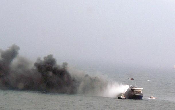 З палаючого порома евакуювали 211 осіб
