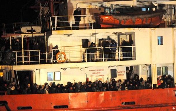 Італійська берегова охорона врятувала майже 800 нелегалів