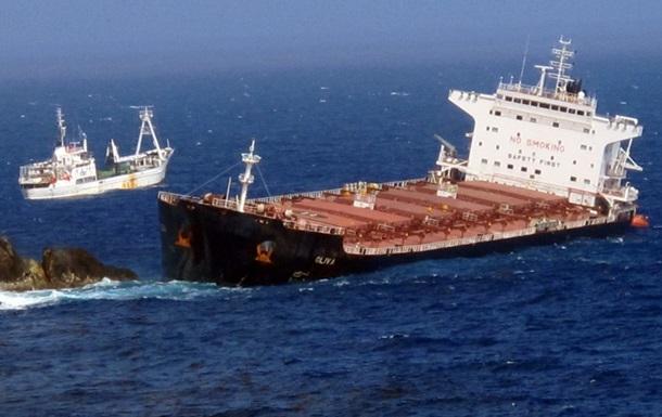 Нефтяной танкер и сухогруз столкнулись у берегов Сингапура: разлилась нефть