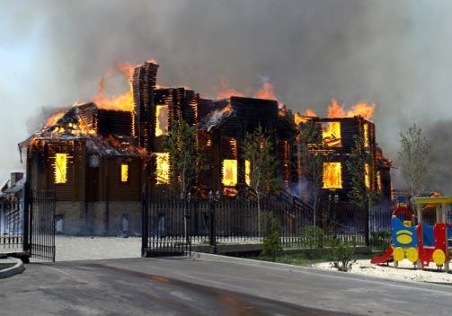 УПЦ в 2014: между молотом снарядов и наковальней захватов
