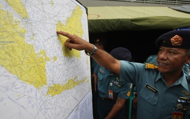 Рятувальники відновили пошуки літака AirAsia в Яванському морі