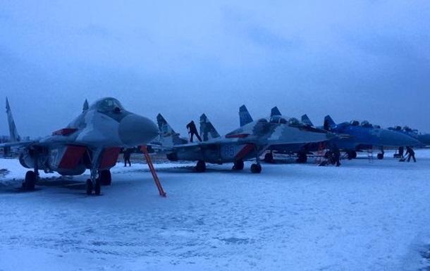 Обнародовано видео полета новых самолетов для украинской армии