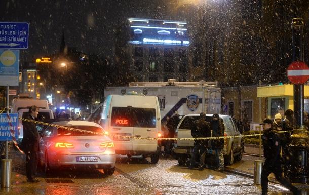 Теракт у Стамбулі: загинув поліцейський, є поранені