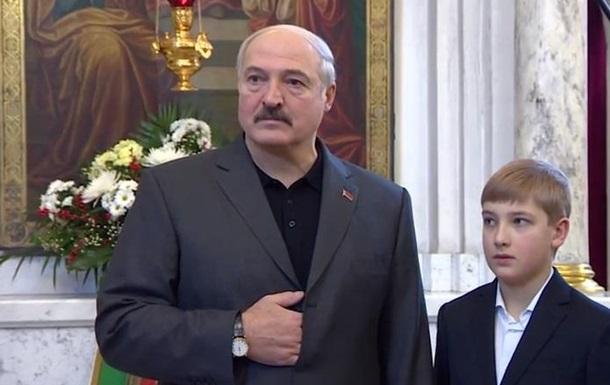 Лукашенко привітав з Різдвом Україну