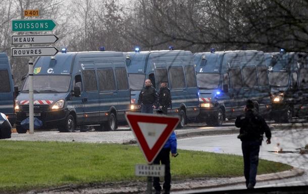 Теракт в Париже: подозреваемые окружены, задействованы 80 тыс. полицейских