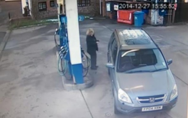 Девушка с пятой попытки заправила автомобиль: видео  взорвало  YouTube