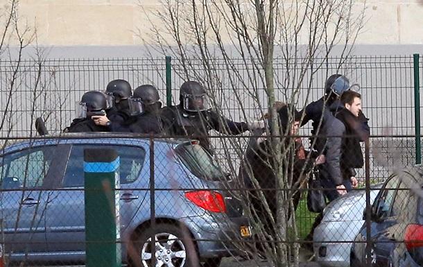 Париж: захвативший заложников террорист выдвинул требования