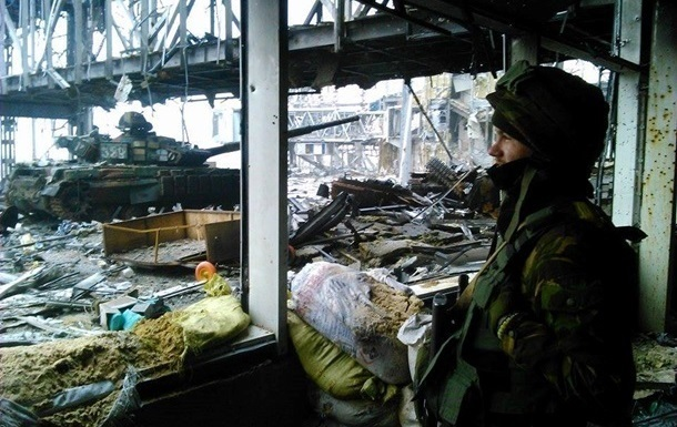 Донецький аеропорт прикриває важка артилерія - Генштаб