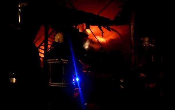 В Киеве пожар уничтожил весь товар на складе интернет-магазина