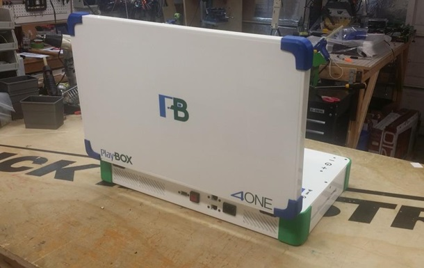 Play Box : Xbox и PlayStation объединили в одном ноутбуке