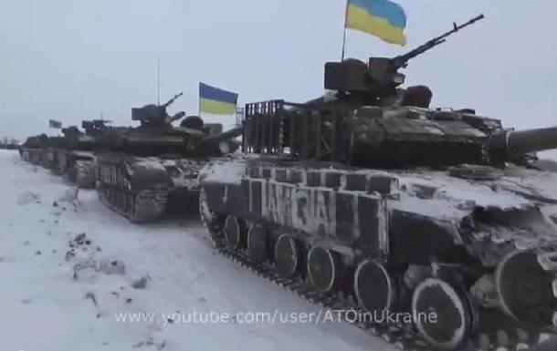 В Сети появились видео украинских танков, направляющихся в аэропорт Донецка