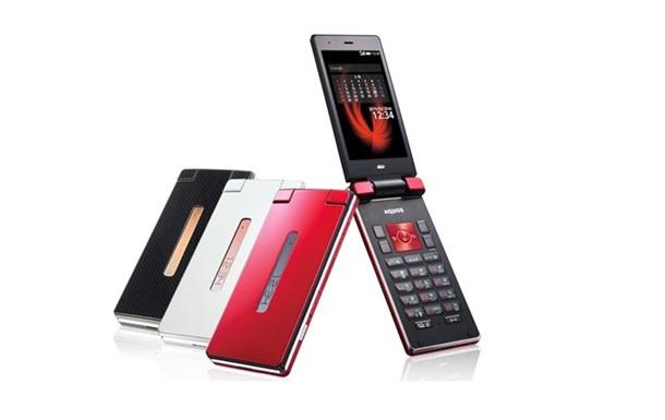 Возвращение раскладушки и EDGEST: В Японии представили новые смартфоны