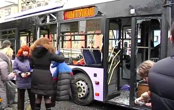 Обнародованы новые видео с места обстрела троллейбуса в Донецке. 18+