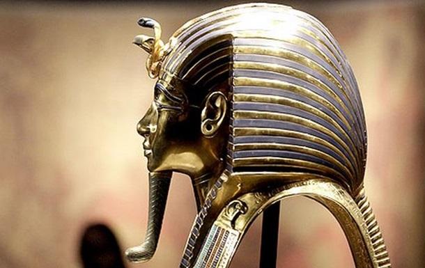Знаменитій масці Тутанхамона відламали бороду