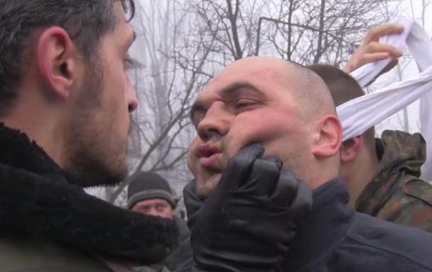 Оприлюднено відео знущань Гіві над полоненими  кіборгами