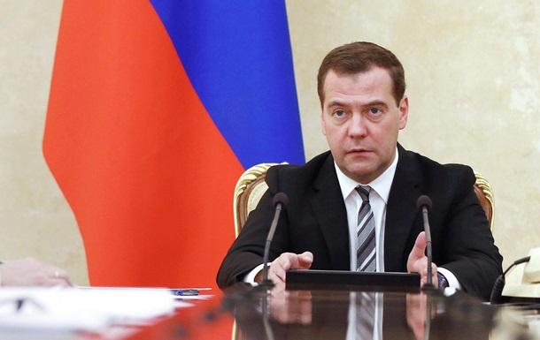 Медведєв обіцяє відповідь  без обмежень  на санкції щодо SWIFT
