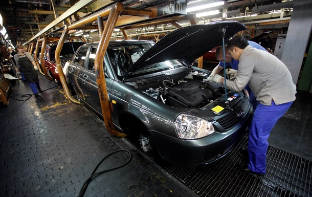 АвтоВАЗ  сократит более тысячи сотрудников