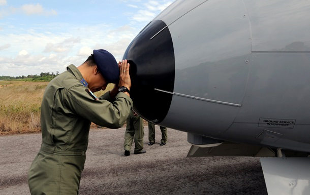 Спасатели Индонезии продолжат поиски жертв разбившегося самолета AirAsia
