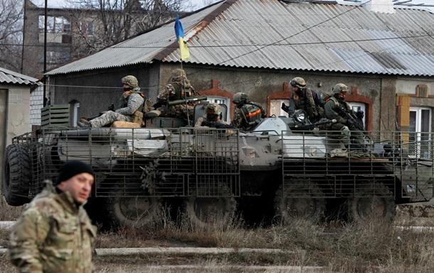 Сили АТО міцно тримають оборону під Дебальцевим - Порошенко