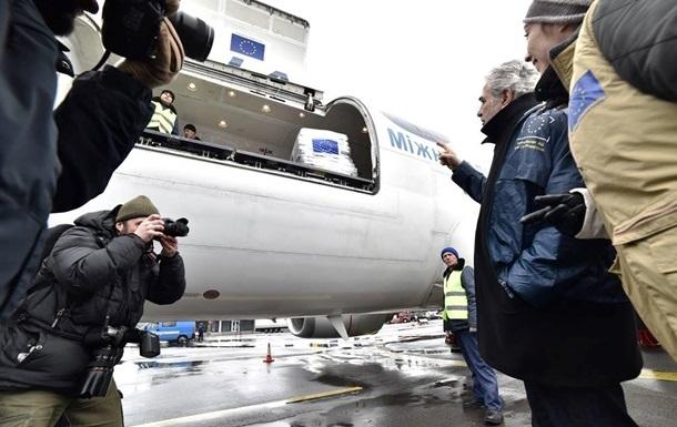 Франція передала Україні ковдри, спальні мішки і генератори