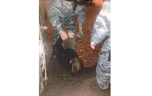 В Харьковской области на посту ГАИ работники милиции избили журналиста