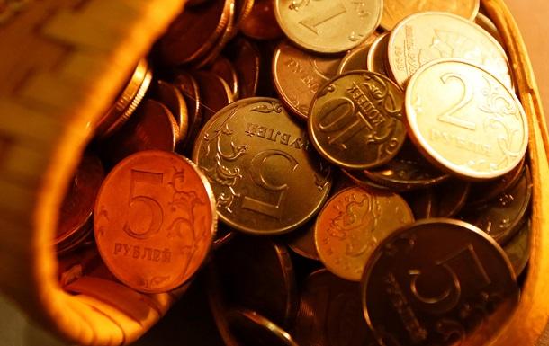 В России доллар подскочит до 82 рублей в ближайшие три месяца - Bloomberg
