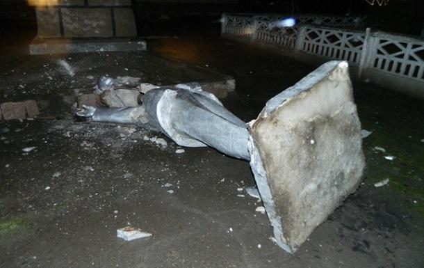 В Харькове разрушили еще два памятника времен СССР