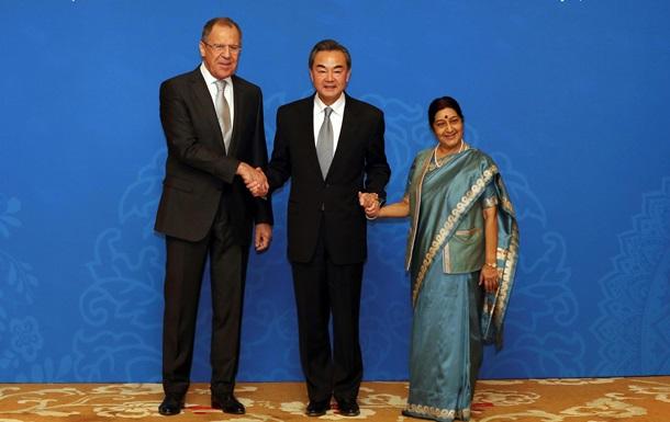Россия, Индия и Китай призвали уменьшить роль США в МВФ
