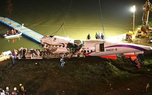 Число жертв авиакатастрофы на Тайване возросло до 31