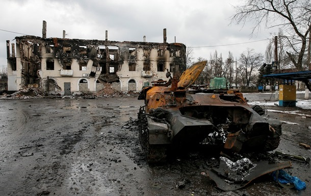 Силовики покинули Углегорск, город практически уничтожен - штаб АТО