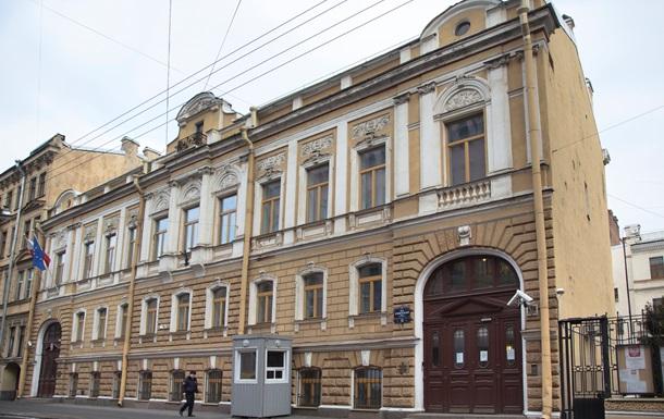 В Петербурге готовятся выселить генконсульство Польши